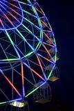 Gelendzhik Rosja, Czerwiec, - 26, 2018: Ferris toczy wewnątrz parka rozrywki Fotografia Stock