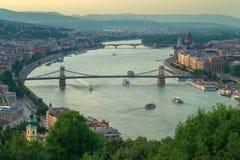 Gelert kullesikt av den Szechenyi bron Royaltyfria Foton