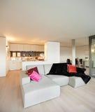 Geleverde flat, woonkamermening Stock Afbeelding