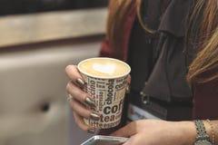 Geliebter Kaffee während eines Geschäftstreffens lizenzfreies stockfoto