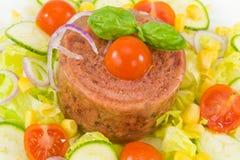 Geliertes Fleisch mit Mischgemüse Stockfoto