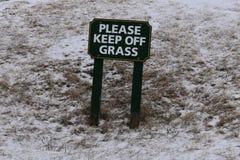 Gelieve te houden Grasteken op sneeuwdag op een afstand, Kaap Elizabth, de Provincie van Cumberland, Maine, Verenigde Staten, New royalty-vrije stock afbeelding