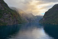 """Gelijk makend in Geirangerfjord, Geiranger - Noorwegen †""""Scandinavië Royalty-vrije Stock Afbeeldingen"""