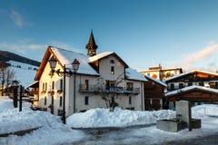 Het gelijk maken in het Dorp van Megeve in Franse Alpen stock fotografie