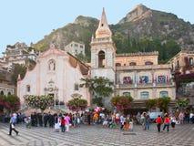 Gelijk makend op centraal vierkant in Taormina, Sicilië Stock Foto