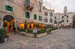 Gelijk makend in Polignano een Merrie, Bari Province, Apulia, zuidelijk Italië stock afbeeldingen