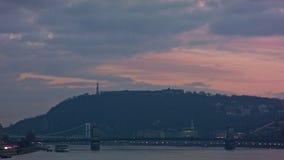 Gellért-hegy, Széchenyi là ¡ nchÃd, Budapest, purpurowy niebo zbiory wideo