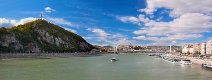 Gellert Hügel und Danuber Fluss. Budapest, Ungarn. Lizenzfreie Stockfotos