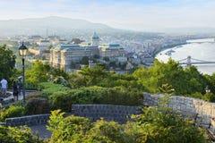 Gellert kulle- och Buda slott på aftonen. Budapest. Ungern Arkivfoto
