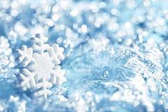 Gelo azul do floco de neve, decoração do floco da neve, luzes do inverno fotografia de stock