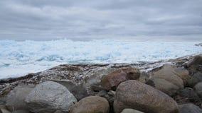 Gelo azul em um dia de inverno nebuloso Foto de Stock