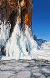Gelo em rochas no Lago Baikal Imagens de Stock Royalty Free