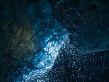 gelo Luz-inundado de uma caverna da geleira fotografia de stock royalty free