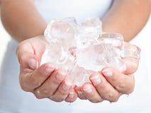 Gelo - mãos frias Foto de Stock Royalty Free
