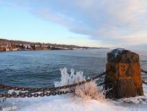 Gelo na costa do superior de lago Imagens de Stock