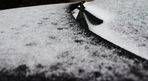 Gelo na parte dianteira do carro foto de stock