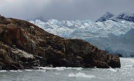 Gelo nas rochas imagens de stock