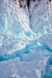 Gelo no cabo de Hoboi no lago Baikal imagens de stock