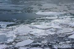 Gelo no rio Imagens de Stock Royalty Free