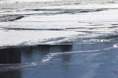 Gelo no rio da mola Fotografia de Stock Royalty Free