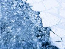 Gelo no rio na primavera Fotos de Stock Royalty Free