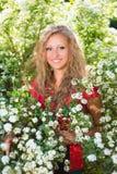 Gelockte junge blonde Frau Lizenzfreies Stockfoto