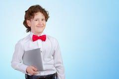 Gelockter Junge im Gesellschaftsanzug Lizenzfreie Stockbilder
