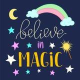 Geloof in Magische citaataffiche, groetkaart met sterrenmaan en regenboog Vectorillustratie voor de textiel van jonge geitjesdruk vector illustratie