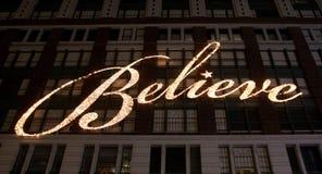 Geloof omhoog licht op het builbing Stock Fotografie