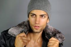 Gelooide mens met een hoed Stock Fotografie