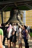 Gelovig bij Grote Klok in Kiev-Pechersk Lavra, Kiev Stock Afbeeldingen