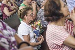 Gelovig tijdens de Katholieke Massa ter ere van St Jude Day Stock Foto