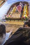 Gelovig tijdens de Katholieke Massa ter ere van St Jude Day Stock Afbeeldingen