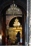 Gelovige Binnenkant van de Kerk van Heilige Nedelya in Sofia, Bulgarije stock foto