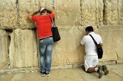 Gelovigen bij de Loeiende Muur, Jeruzalem Royalty-vrije Stock Fotografie