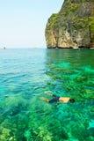 Geluk op het duiken Baai Mahya (of Maya Baai) Royalty-vrije Stock Foto