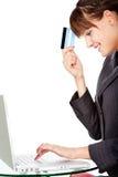 Geluk van het online winkelen met creditcard Stock Foto's
