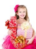 Gelukkig aanbiddelijk meisje met de dozen van de Kerstmisgift Stock Afbeeldingen