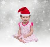 Gelukkig Aziatisch meisje met Kerstmishoed Stock Foto