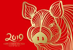 Gelukkig Chinees nieuw jaar 2019 en jaar van varkenskaart met Gouden hoofdvarkens abstracte lijn op rood vectorontwerp als achter Stock Foto's