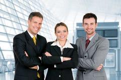 Gelukkig commercieel team in bureau Stock Afbeeldingen