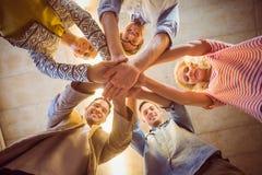 Gelukkig commercieel team die bij hun handen aansluiten zich Royalty-vrije Stock Foto's