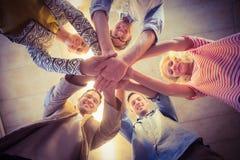 Gelukkig commercieel team die bij hun handen aansluiten zich Stock Foto's