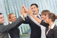 Gelukkig commercieel team op kantoor Royalty-vrije Stock Afbeelding