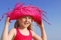 Gelukkig de zomerjong geitje met zonbescherming Royalty-vrije Stock Afbeeldingen