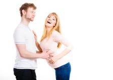 Gelukkig enamoured paar die elkaar koesteren Stock Fotografie