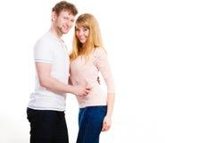 Gelukkig enamoured paar die elkaar koesteren Royalty-vrije Stock Fotografie