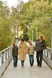Gelukkig familie het lopen park Royalty-vrije Stock Afbeelding