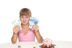 Gelukkig geïsoleerd babymeisje met spaarvarken Stock Fotografie