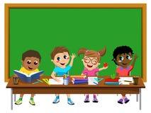 Gelukkig geïsoleerd het klaslokaal leeg bord van jonge geitjeskinderen vector illustratie